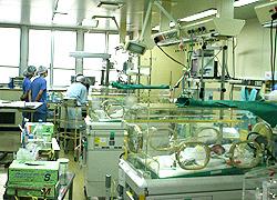 新生児集中治療室写真